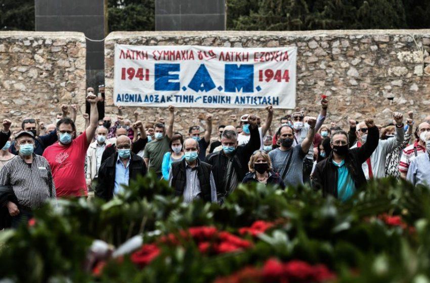Κατάθεση στεφανιού στο Σκοπευτήριο της Καισαριανής από το ΚΚΕ και την ΚΝΕ