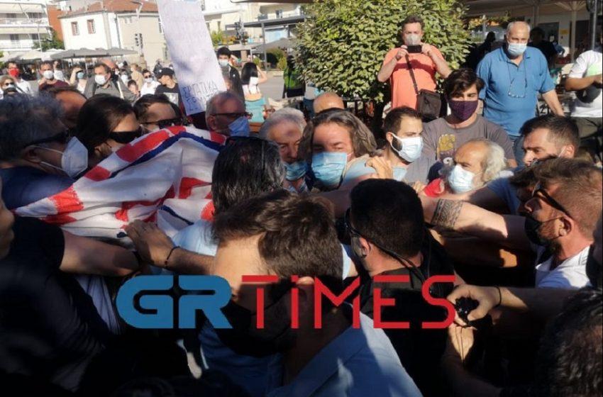 Θεσσαλονίκη: Ένταση με μέλη του ΠΑΜΕ κατά την αποχώρηση του πρωθυπουργού