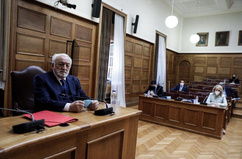 """Προανακριτική: """"Φωτιές"""" άναψε η κατάθεση Καλογρίτσα – Παραποίηση καταγγέλλει ο ΣΥΡΙΖΑ – Αποκαλυπτικό έγγραφο του γιου του"""