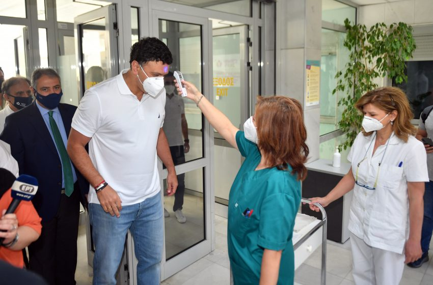 Κικίλιας: Μέσα σε μία μέρα έκλεισαν ραντεβού για εμβολιασμό περισσότεροι από 100.000 συμπολίτες μας 40-44 ετών