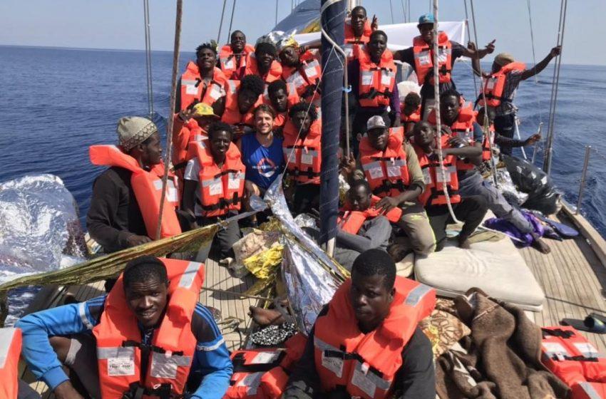 Κατά εκατοντάδες φτάνουν οι πρόσφυγες στη Λαμπεντούζα