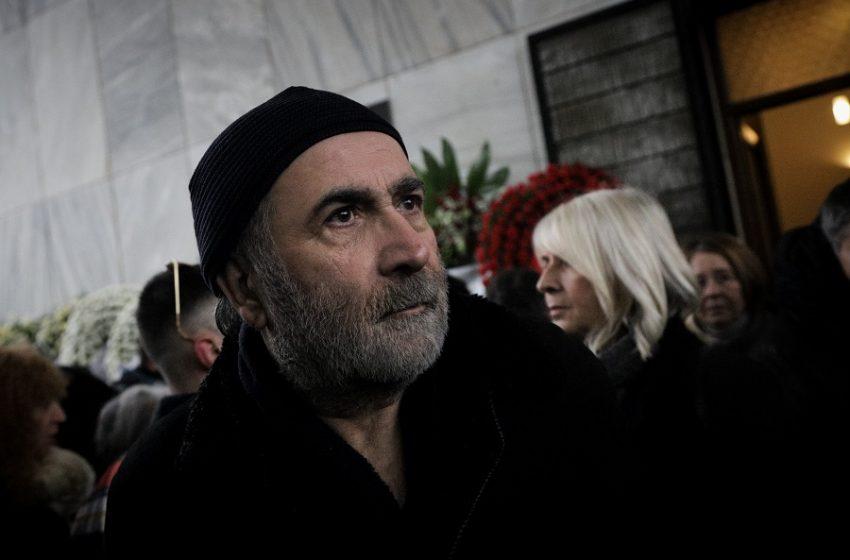 Συγκινεί ο Λαζόπουλος: To βιβλίο για τη γυναίκα του και οι επιστολές που του έγραφε