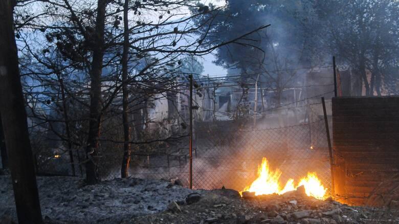Φωτιά στο Σχίνο: Εστάλη sms στο 112 για εκκένωση οικισμών
