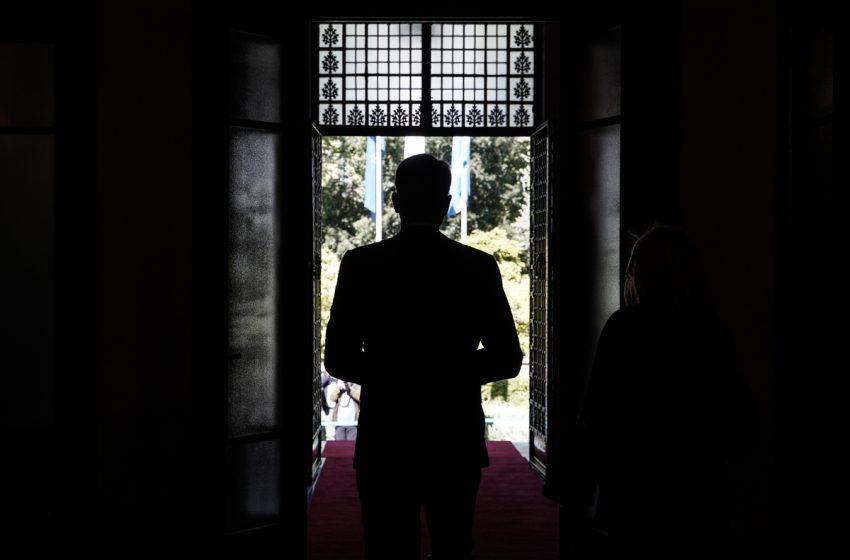 """Ειδικό επικοινωνιακό σχέδιο για τα εργασιακά – Ποιους βγάζει μπροστά το Μαξίμου – Σφοδρή κριτική ΣΥΡΙΖΑ για την… """"κλειστή"""" Βουλή"""
