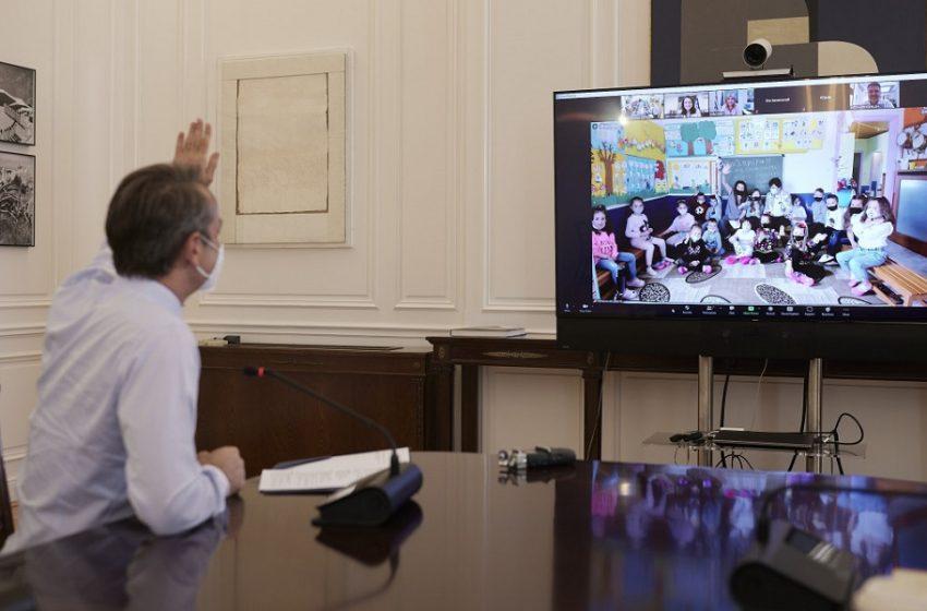 Συνομιλία Μητσοτάκη με μαθητές στην Ξάνθη -Τι ζήτησαν από τον πρωθυπουργό