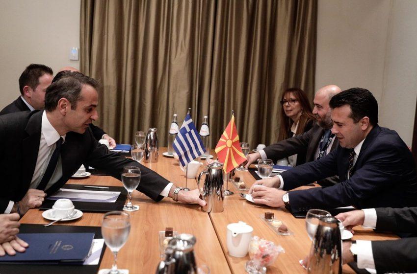 """Ο Μητσοτάκης υποδέχεται τον Ζάεφ στην Αθήνα με το βλέμμα στην ΚΟ – Αναβρασμός για τα περί… """"μακεδονικής ταυτότητας"""""""