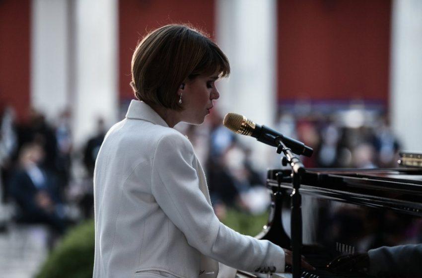 Μόνικα: Σάλος στο twitter με την ερμηνεία στο Ζάππειο – Ποια είναι η τραγουδίστρια (vid)