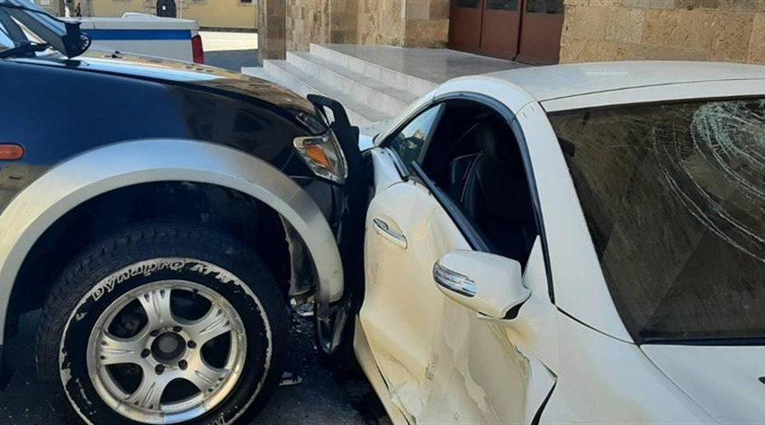 Ρόδος: Υπαστυνόμος εμβόλισε και κατέστρεψε με βαριοπούλα το αυτοκίνητο του Αστυνομικού Διευθυντή