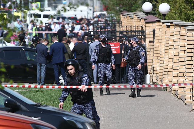 Mακελειό στην Ρωσία: Τουλάχιστον έντεκα νεκροί από ένοπλη επίθεση 17χρονου σε σχολείο – Πήδαγαν από τα παράθυρα για να γλυτώσουν