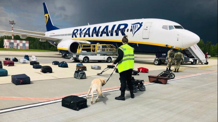 """Ο διάλογος του πιλότου της Ryanair με τον πύργο ελέγχου: """"Εχετε βόμβα στο αεροπλάνο"""""""