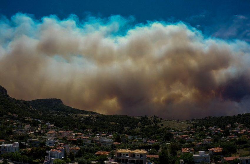 Ανατροπή στη φωτιά στο Σχίνο: Επιδείνωση στα μέτωπα, νέο sms για εκκένωση οικισμών