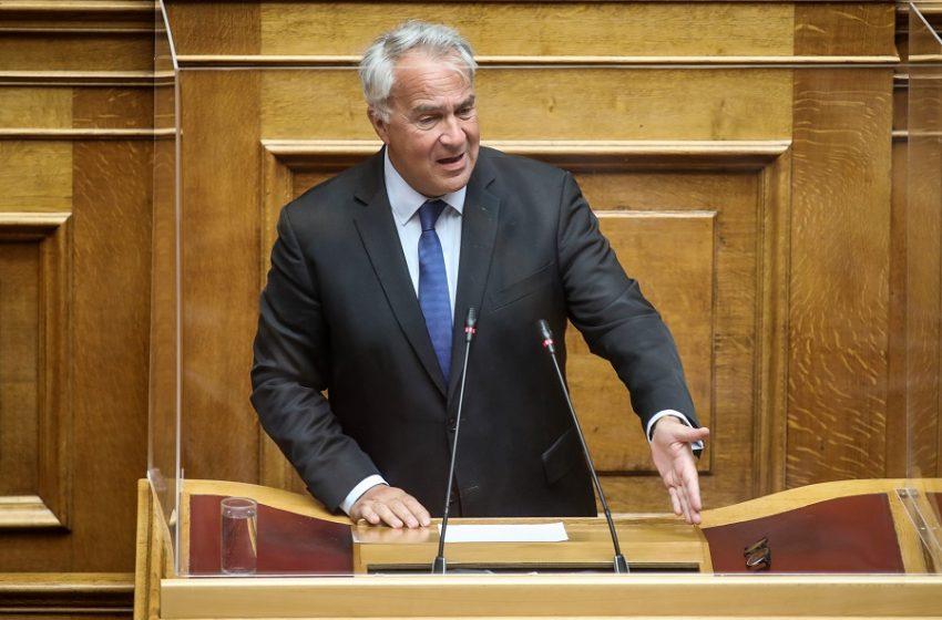 """Ψήφος αποδήμων: Στη Βουλή για ψήφιση το νομοσχέδιο – """"Πυροτέχνημα"""" το χαρακτηρίζει ο ΣΥΡΙΖΑ"""