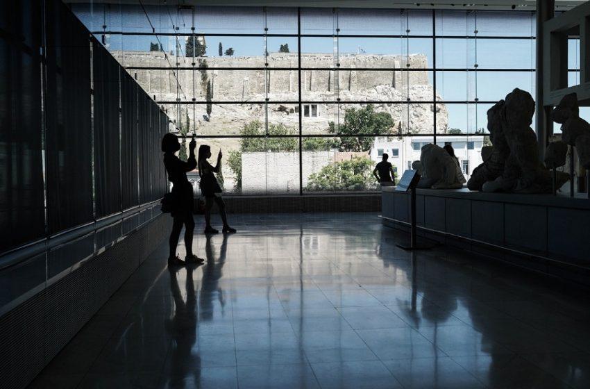 Financial Times: Ελλάδα Vs Ισπανία – Ποιος θα κερδίσει την αποφασιστική μάχη για τους Βρετανούς τουρίστες