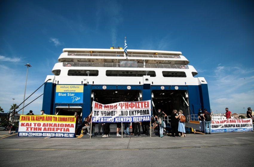 """Δεμένα τα πλοία: """"Καλά κάνουν και απεργούν"""" λένε οι επιβάτες"""