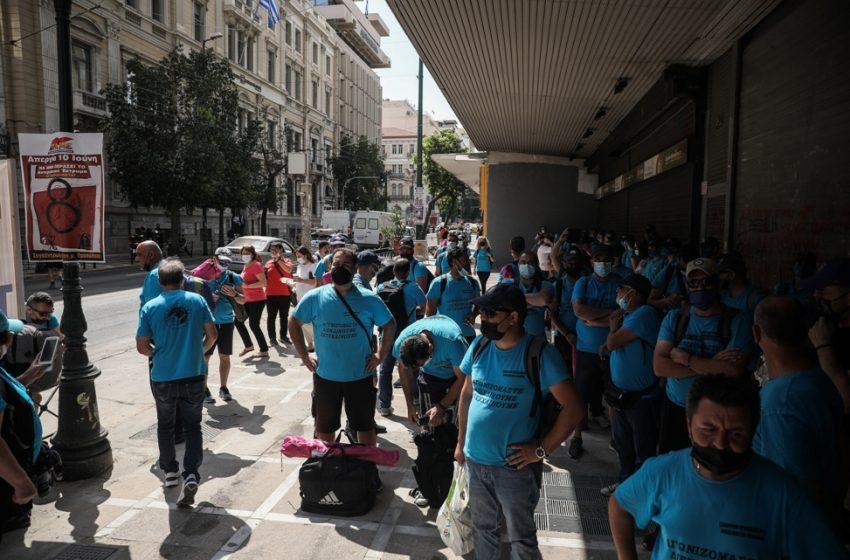 Λιπάσματα Καβάλας: Διαμαρτυρία των εργαζομένων έξω από το υπ.Εργασίας