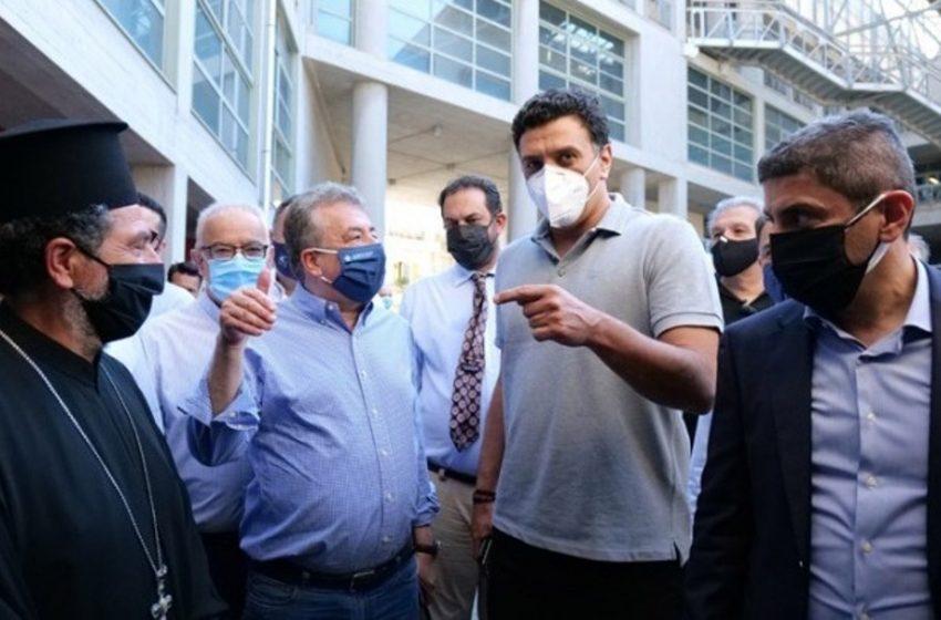 """Κικίλιας στην Κρήτη:  Ξεκινά η επόμενη φάση της """"Ελευθερίας"""" – Θεμιστοκλέους: Εμβολιασμοί σε μεγάλες πλατείες ή και πλαζ για τους νέους"""