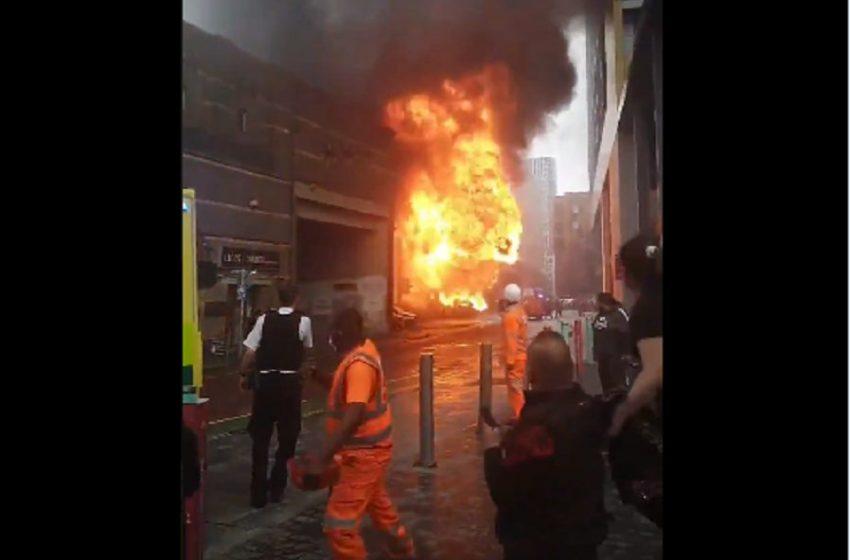 Φωτιά κοντά σε σταθμό του μετρό στο Λονδίνο – Οι πρώτες εικόνες (vid)