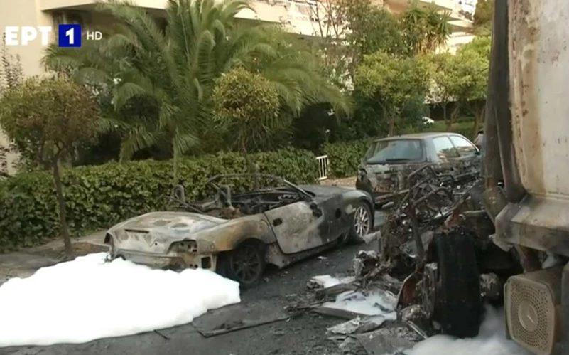 Τροχαίο στο Καβούρι με απανωτές εκρήξεις – Μεγάλη κινητοποίηση (εικόνες)