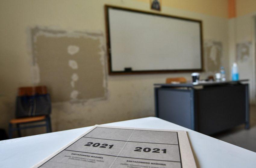 Πανελλαδικές 2021: Πιάστηκαν με κινητά στις εξετάσεις και μηδενίστηκαν τα γραπτά τους
