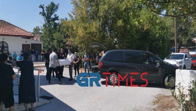 Μάλγαρα: Θρήνος στην κηδεία του βρέφους που έπεσε σε βόθρο (vids)