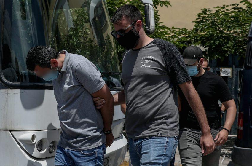 Ζάκυνθος: Στην εισαγγελέα οι επτά συλληφθέντες για τη δολοφονία της συζύγου Κορφιάτη