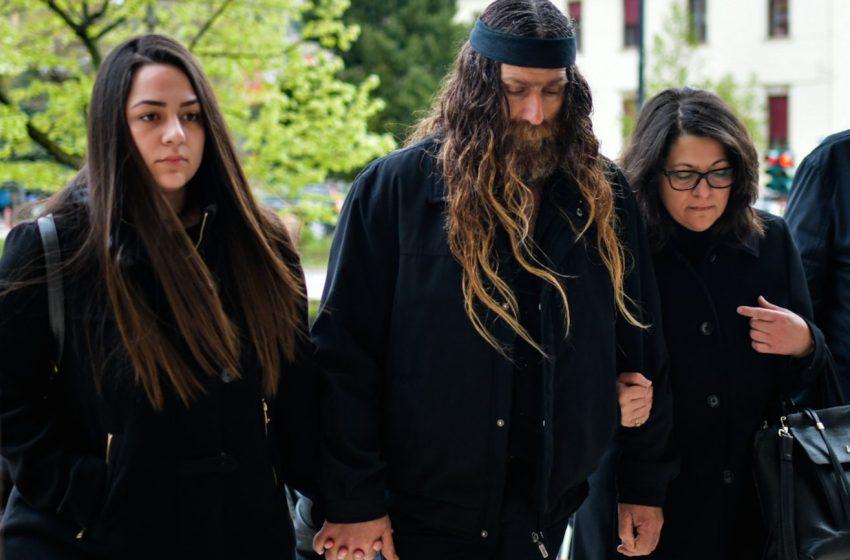 """Ξεσπά η μητέρα του Βαγγέλη Γιακουμάκη: """"Αν μου είχε μιλήσει, δεν θα ήταν νεκρός"""""""