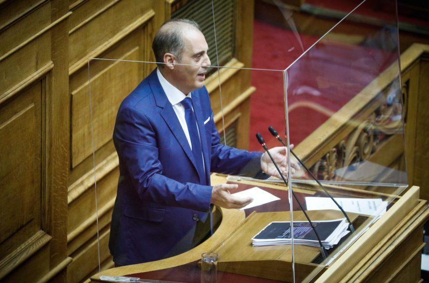 Βελόπουλος: Η κυβέρνηση προωθεί κατάργηση του οκταώρου, κατάργηση κυριακάτικης αργίας και απαγόρευση των απεργιών