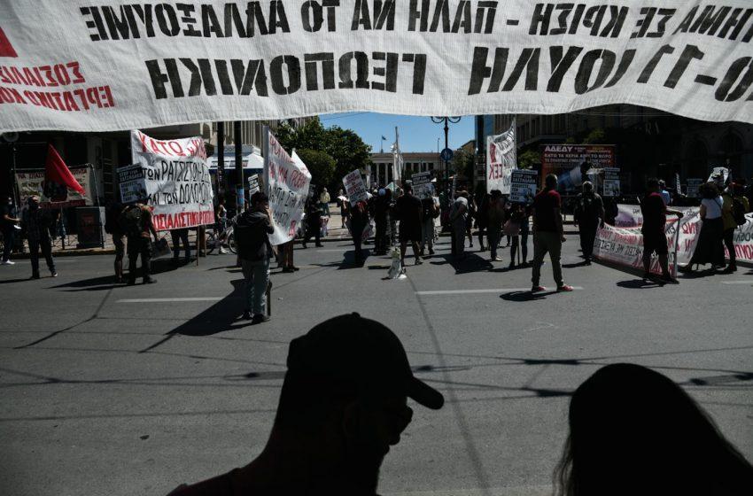 Με πλακάτ και συνθήματα η συγκέντρωση του ΠΑΜΕ κατά του εργασιακού νομοσχεδίου (vid)