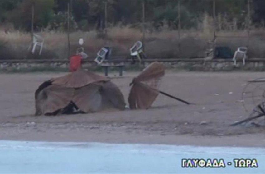 Γλυφάδα: Πυρπόλησαν ομπρέλες σε beach party και εκτόξευσαν πέτρες στους πυροσβέστες