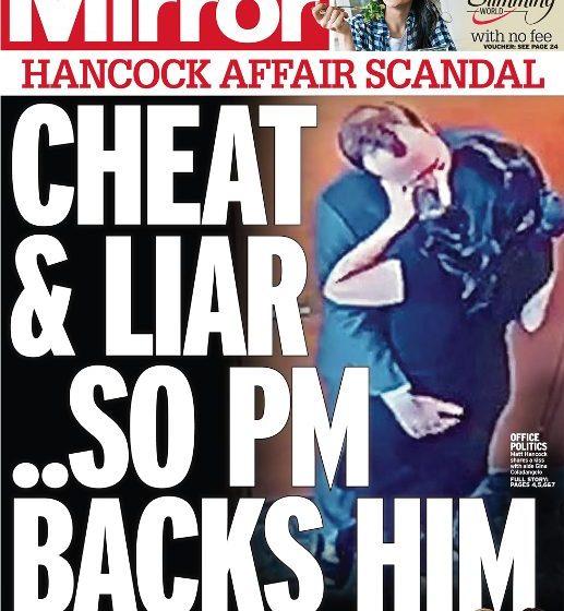 """Πυρά κατά Χάνκοκ για τα """"καυτά φιλιά"""" : Κάλυψη από τον Τζόνσον -""""Δεν τήρησα τις κοινωνικές αποστάσεις"""" απαντά ο Βρετανός υπουργός για το ροζ σκάνδαλο"""