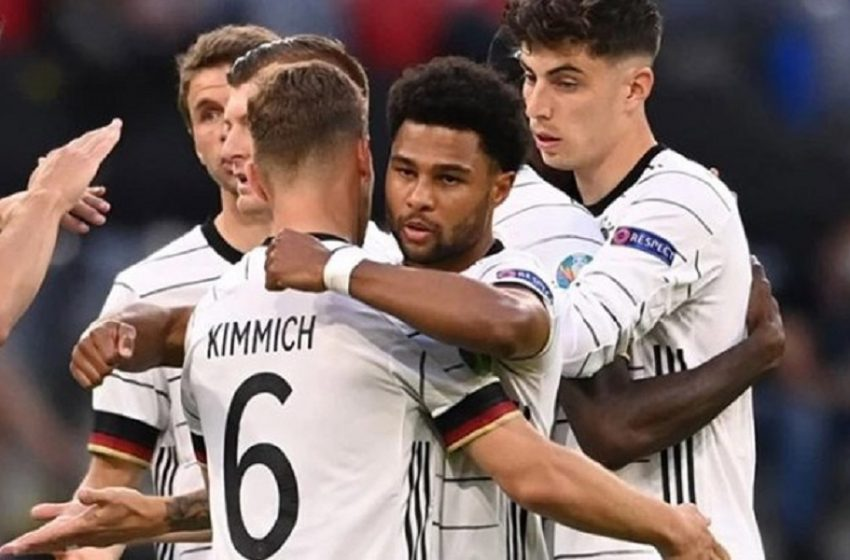Η Γερμανία και η Ισπανία κυνηγούν την πρώτη νίκη