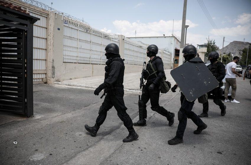 Ερευνα στις φυλακές Λασιθίου: Βρέθηκαν μαχαίρια, χάπια και μπουκάλια κρασί