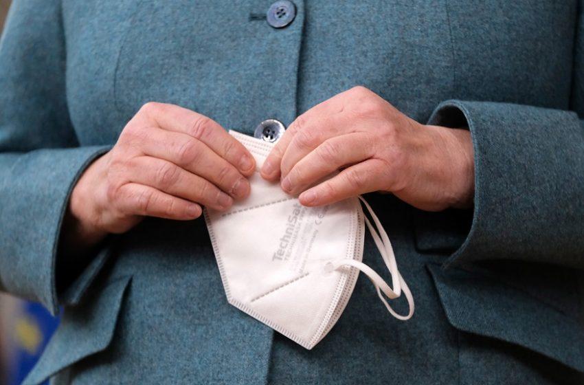 """Γερμανία: Στήριξη Μέρκελ στον Υπ. Υγείας στην υπόθεση """"των ακατάλληλων μασκών¨σε ευάλωτες ομάδες"""