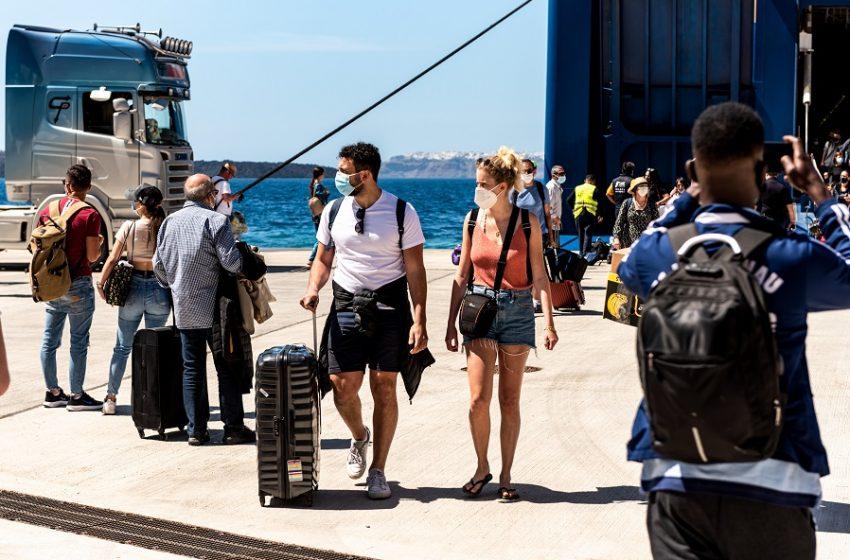 ΟΑΕΔ: Ξεκινά αύριο η υποβολή αιτήσεων για τις 300.000 επιταγές κοινωνικού τουρισμού