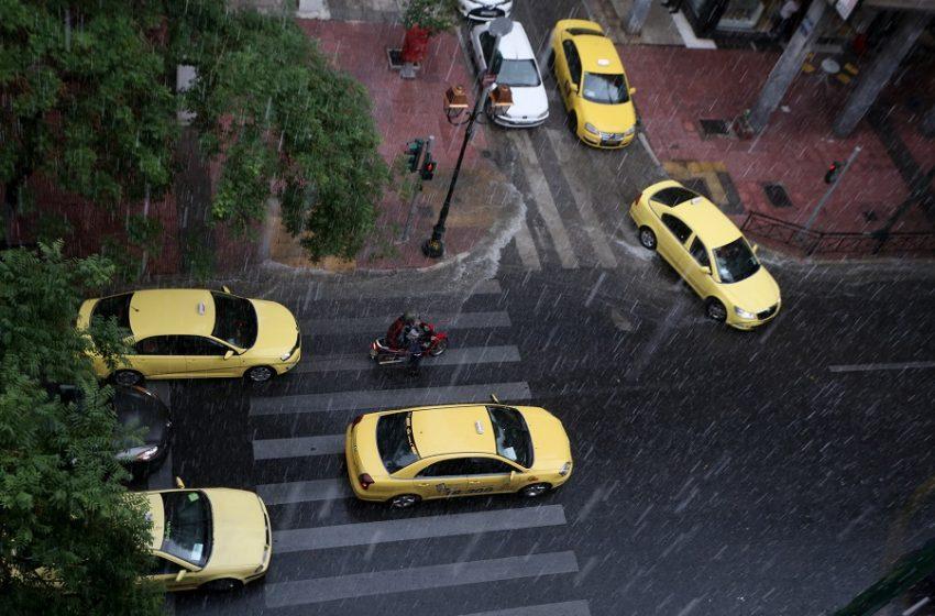 Προβλήματα από την καταιγίδα – Διακοπή κυκλοφορίας στον Κηφισό στο ύψος της Αχαρνών
