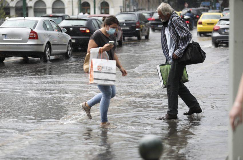 Κακοκαιρία σήμερα με βροχές και καταιγίδες – Πού θα πέσει χαλάζι