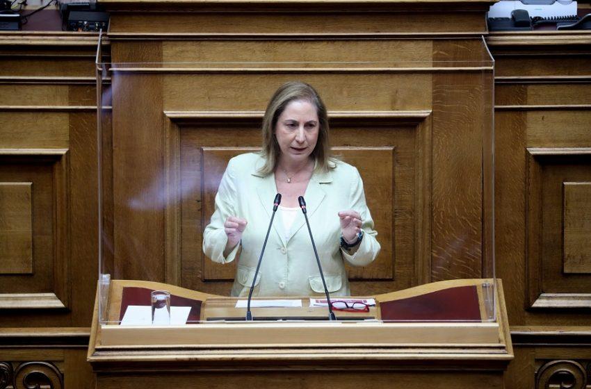 Ξενογιαννακοπούλου: Η κυβέρνηση Μητσοτάκη παραδίδει την επικουρική ασφάλιση στα ιδιωτικά συμφέροντα