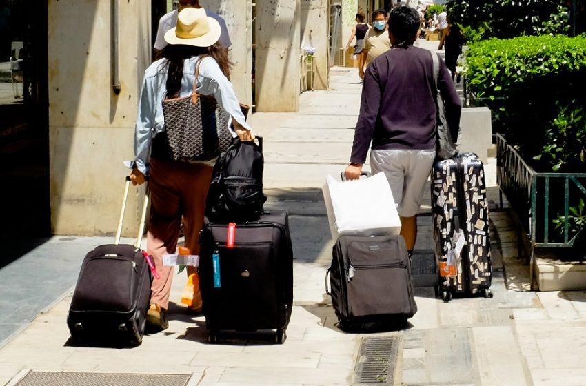 Οι προτάσεις των λοιμωξιολόγων για την είσοδο των τουριστών στην Ελλάδα