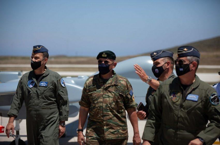 Στη βάση των UAV Heron στη Σκύρο o Aρχηγός ΓΕΕΘΑ