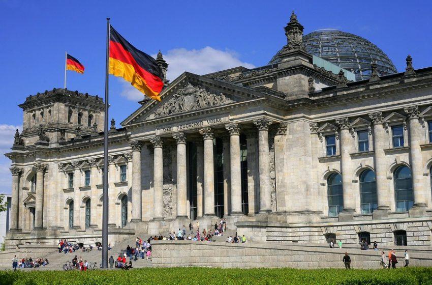 """Το Βερολίνο """"σβήνει"""" το βέτο στα Συμβούλια Κορυφής"""