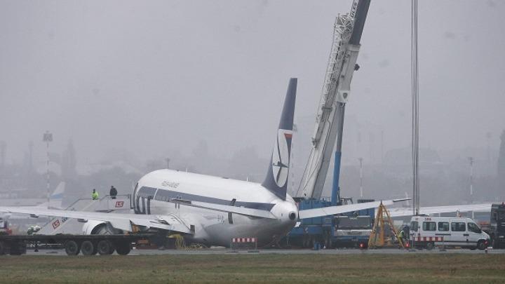 Παραλίγο σοβαρό ατύχημα: Boeing βγήκε από τον διάδρομο αεροδρομίου της Κριμαίας