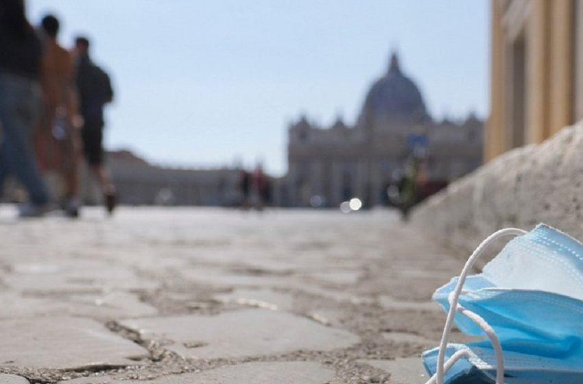 Ιταλία: Υποχρεωτική χρήση μάσκας μόνον σε κλειστούς χώρους