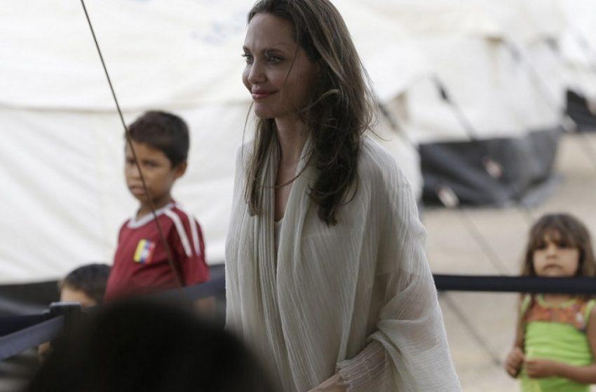 Η Αντζελίνα Τζολί επισκέφθηκε καταυλισμό προσφύγων στη Μπουρκίνα Φάσο