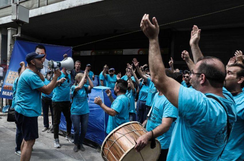 """Γενική απεργία για το εργασιακό νομοσχέδιο: Συγκεντρώσεις και πορείες σε όλη την Ελλάδα – """"Κάτω τα χέρια από το 8ωρο"""" (φωτό)"""