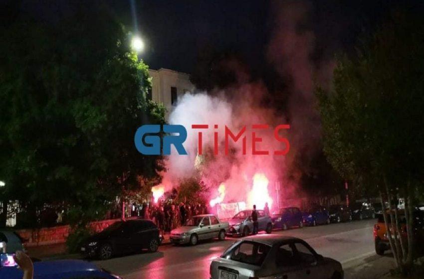Θεσσαλονίκη: Ένταση έξω από το ΑΠΘ μεταξύ συγκεντρωμένων και αστυνομικών  (vid)