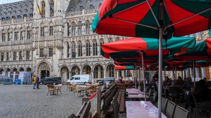 Γαλλία-Βέλγιο: Εστιατόρια και καφέ ξανανοίγουν τους εσωτερικούς χώρους