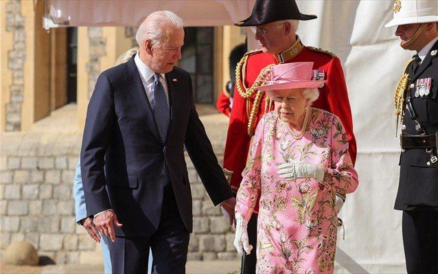 Συναντήθηκαν Τζο Μπάιντεν – βασίλισσα Ελισάβετ