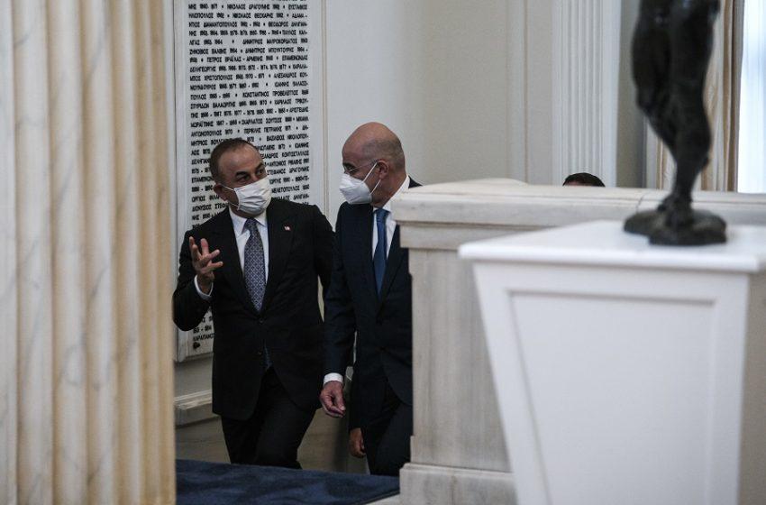 Παρασκήνιο: Τι συζήτησαν Δένδιας Τσαβούσογλου πίσω από τις κλειστές πόρτες – Χαμηλές προσδοκίες στο τετ α τετ κορυφής