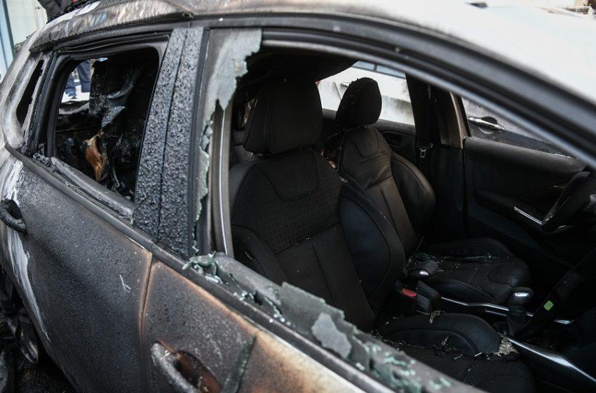 Εμπρησμός αυτοκινήτου έξω από το ΕΚΘ – Χάκαραν ιστοσελίδες ΓΣΕΕ και εργατικών κέντρων