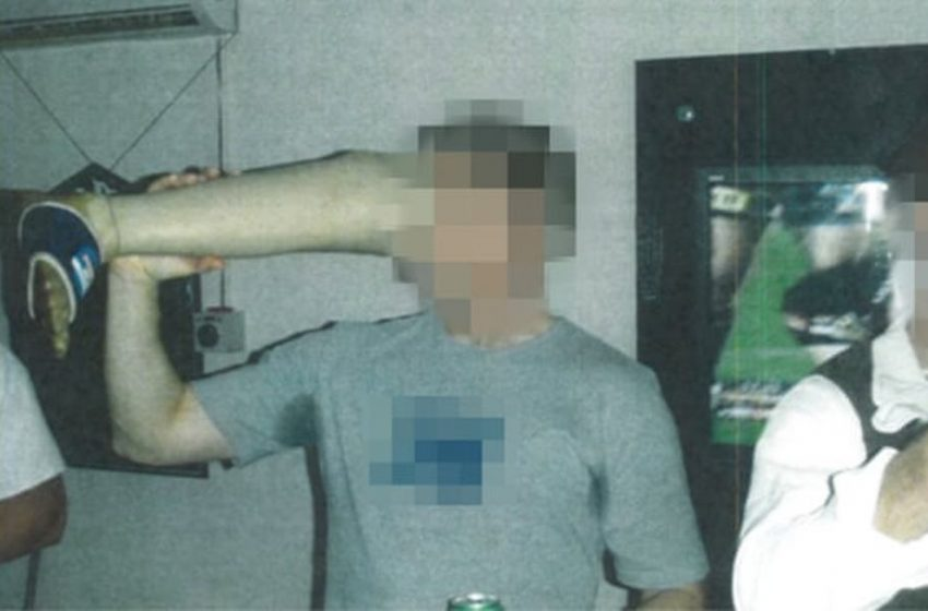 Φρίκη: Αυστραλοί στρατιώτες πίνουν μπύρα από προσθετικό πόδι νεκρού Αφγανού